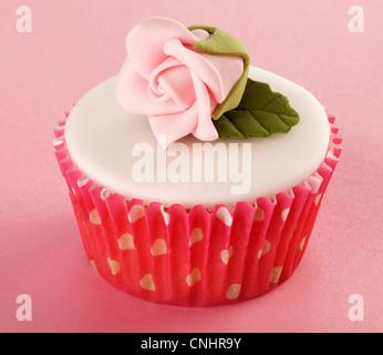 ROSA ROSE CUPCAKES - Stockfoto