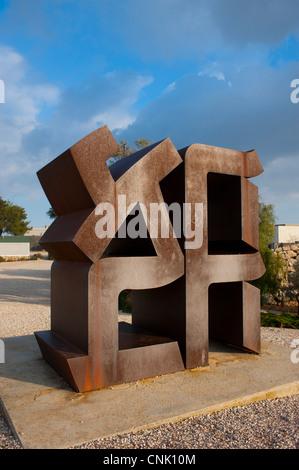 Nahost-Israel - Jerusalem - Israel-Museum, Liebe Ahava im hebräischen Skulptur von Robert Indiana in Stahl - Stockfoto