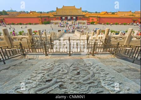 Ein Blick auf die komplizierten Boden Schnitzereien an der Rückseite von der Palast der Himmlischen Reinheit mit - Stockfoto