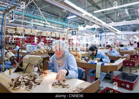 Tunesien, SIDI BOUZID: 1000 Frauen arbeiten in deutschen Fabrik produziert Steiff Spielzeug für Haustiere für Deutschland - Stockfoto