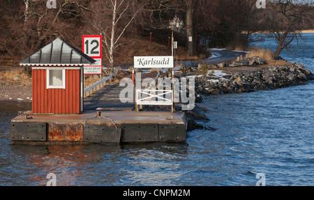 Boot Doc des Archipels, in der Nähe von Vaxholm, Schweden. - Stockfoto