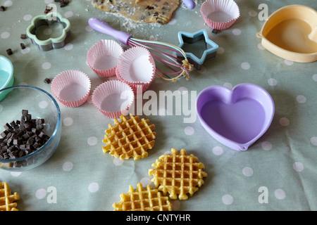 Implementiert in messy Küche Backen - Stockfoto