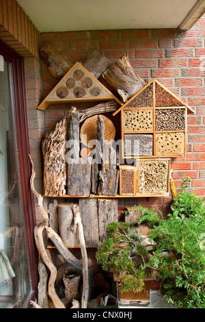 nist und winterschlaf insektenhaus an wand marienk fer florfliegen bienen und andere insekten. Black Bedroom Furniture Sets. Home Design Ideas