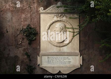 Gedenktafel an englischen romantischen Dichter John Keats neben seinem Grab auf dem protestantischen Friedhof in - Stockfoto