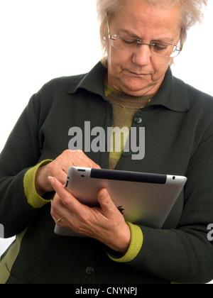 Reife Frau mit dem iPad - Stockfoto