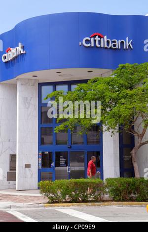 Miami Beach, Florida 41st Street Arthur Godfrey Boulevard Citibank Bank vor dem Eingang - Stockfoto