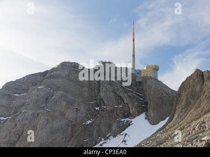 2501 m hohen Berg Säntis mit Sender und Antenne auf felsigem Boden, Schweiz - Stockfoto