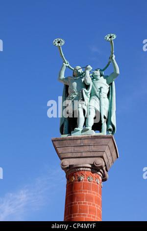 Der Lure Spieler, das Denkmal auf dem Rathausplatz in Kopenhagen, Dänemark, an einem klaren, sonnigen Tag im Frühling. - Stockfoto