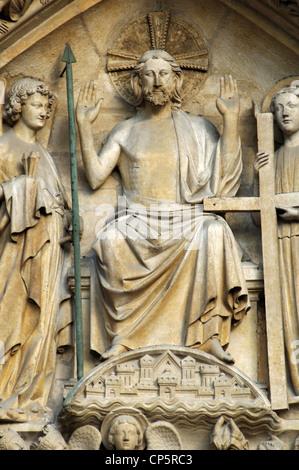 Gotische Kunst. Frankreich. Paris. Notre-Dame. Das Portal des jüngsten Gerichts (gebaut in der 1220s-1230s.). Tympanon. - Stockfoto
