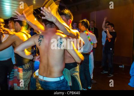 Paris, Frankreich, Masse der französischen asiatische Gay Association Geburtstagsparty am Boot, Long Yang Club Gruppe - Stockfoto
