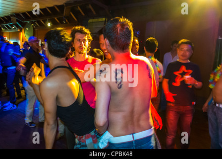 Paris, Frankreich, Franzosen, asiatische Gay Association Geburtstagsparty am Boot, (lange Yang Club)-Gruppe auf - Stockfoto