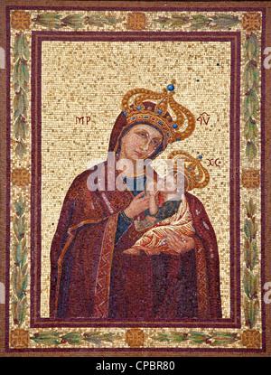 Rom, Italien, 20. März 2012: Jungfrau Maria Mosaik von Fassade des Hauses auf der Via del Porta Angelica.