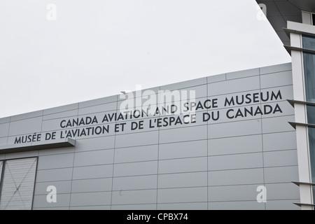 Canada Aviation and Space Museum ist in Ottawa abgebildet