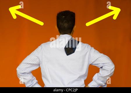 ein Business-Mann denken, um eine Lösung für ein Problem finden - Stockfoto