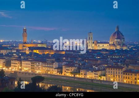 der Dom und der Campanile in Florenz bei Nacht Firenze Italien EU Europe - Stockfoto
