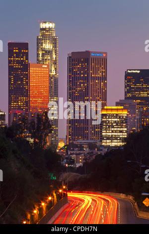 Pasadena Freeway (CA Autobahn 110) führt zu Downtown Los Angeles, California, Vereinigte Staaten von Amerika, Nordamerika - Stockfoto