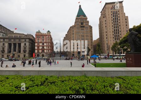 Bund, die Peace Hotel und alte Bank of China Gebäude auf der rechten Seite, Shanghai, China - Stockfoto