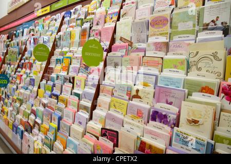Miami Beach Florida Walgreens Apotheke Drogerie Geschäft Einzelhandel Regalauslagen Verpackungen für Verkauf Grußkarten - Stockfoto