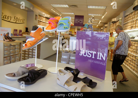 Vero Beach Florida Vero Beach Outlets einkaufen Geschäft Einzelhandel anzeigen für Verkauf Easy Spirit Schuhe Frau - Stockfoto
