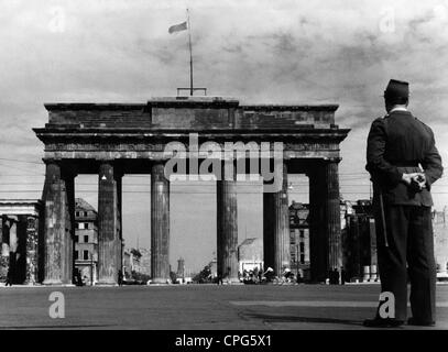 Geographie/Reisen, Deutschland, Berlin, Brandenburger Tor, Blick von der Westseite, 1951, Additional-Rights - Clearences - Stockfoto