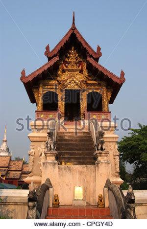 Die Schönheit der Schrift Repository Wat Phra Singh, Chiang Mai Thai Architektur. - Stockfoto