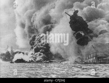 Angriff auf Pearl Harbor 1941 (s/w Foto) - Stockfoto
