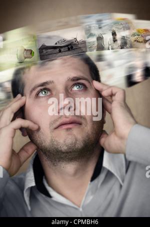 Junger Mann vorstellen, die Welt in Bildern - Stockfoto