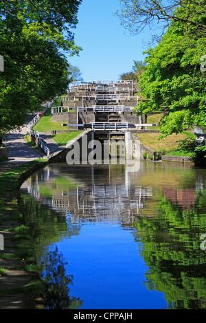 Bingley fünf steigen Schlösser an der Leeds und Liverpool canal, Bingley, West Yorkshire, England, UK. - Stockfoto