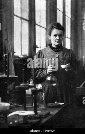 Curie, Marie, 7.11.1867 - 4.7.1934, französischer Physiker, polnischer Herkunft, halber Länge, in ihrem Labor, vor - Stockfoto