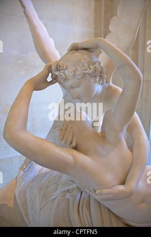 Psyche wiederbelebt durch Amors Kuss, Marmorskulptur von Antonio Canova, 1787, Musee du Louvre-Museum, Paris, Frankreich - Stockfoto