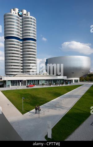 Moderne Architektur in der BMW-Zentrale, das Museum und die Fabrik in München, Bayern, Deutschland - Stockfoto