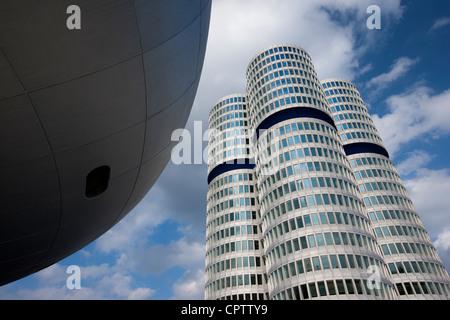 Moderne Architektur in der BMW-Zentrale Bürogebäude und Museum in München, Bayern, Deutschland