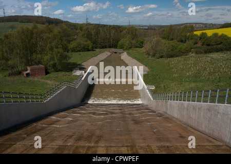 Reservoir Hochwasserentlastung - Stockfoto