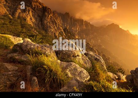 der Col de Bavella in der Morgendämmerung, Korsika, Frankreich - Stockfoto