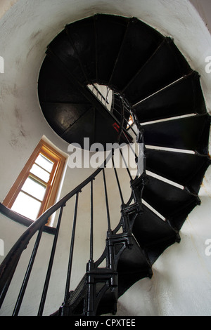 Treppe in Admiralty Head Lighthouse - Fort Casey State Park - in der Nähe von Coupeville, Whidbey Island, Washington - Stockfoto