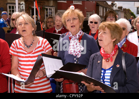Petersfield Community Choir in gute Stimme an die Königin diamantenes Jubiläum feiern, Petersfield, Hampshire, UK. - Stockfoto