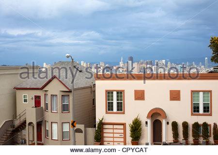 Skyline von San Francisco aus Twin Peaks Nachbarschaft, San Francisco, Kalifornien, USA - Stockfoto