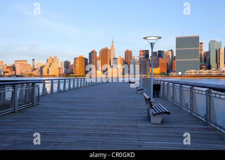 Skyline von New York City aus Queens, Vereinigte Staaten Stockfoto