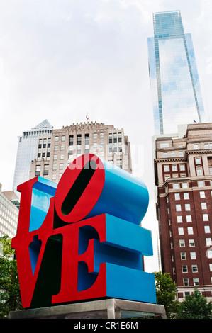 Die Liebe, die Skulptur von Robert Indiana in Philadelphia Pa ausgelegt. - Stockfoto
