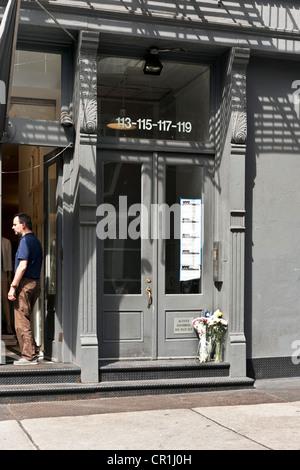 Loft-Gebäude Haus von Etan Patz Eltern am 33. Jahrestag seines Verschwindens aus Soho Nachbarschaft sind Blumen - Stockfoto