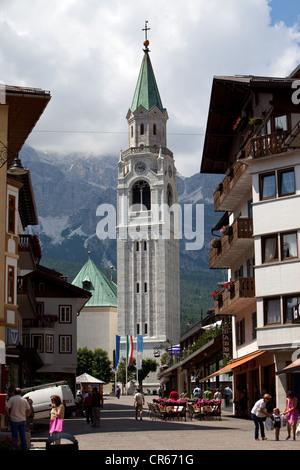 Kirche, Cortina d ' Ampezzo, Belluno, Dolomiti, Italien, Europa - Stockfoto