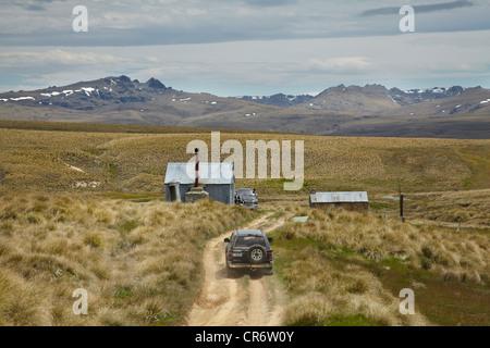 4WD und Töpfer Hütten, durch historische Goldfelder, alten Mann Range, Southland, Südinsel, Neuseeland - Stockfoto