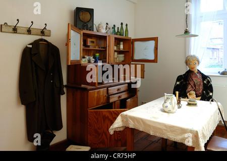 ddr museum wohnung stockfoto bild 111798919 alamy. Black Bedroom Furniture Sets. Home Design Ideas
