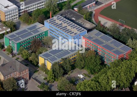 Luftaufnahme, Solarzellen auf Dächern, Berufsschulen in Husemannstraße, Witten, Ruhrgebiet, Nordrhein-Westfalen
