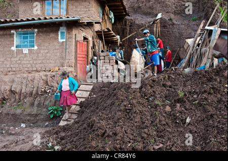 Peru, Cuzco Provinz, Cuzco, Weltkulturerbe der UNESCO, Opfer von einem Erdrutsch verursacht durch Überschwemmungen - Stockfoto
