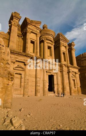 Altes Grab in den Felsen gehauen, Ed Deir, Ad Deir, Petra, Jordanien, Naher Osten, Asien - Stockfoto