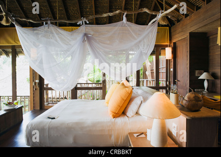 Bett in einem Luxus-Bungalow, Luxus Hotels, Six Senses Resort Koh Yao Noi Insel, Phang Nga, Thailand, Südostasien, - Stockfoto