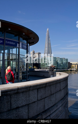 Großbritannien, England, London, Shard mit Tower Bridge - Stockfoto