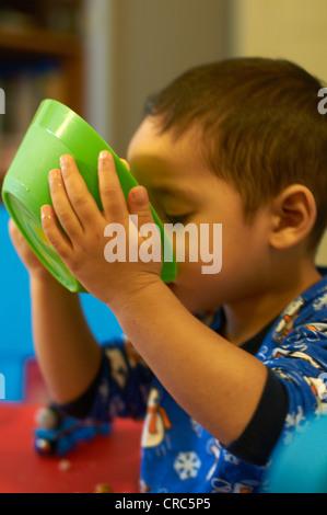 Junge Getreide Milch trinken - Stockfoto