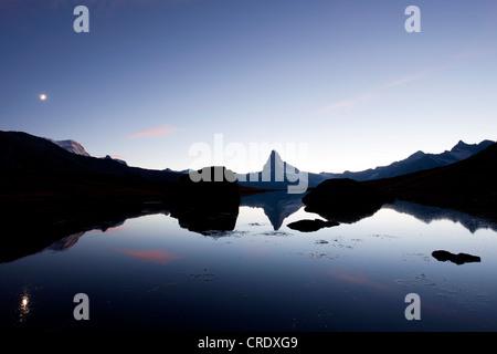Sonnenuntergang am Stellisee See mit Blick auf Mt Matterhorn, Zermatt, Valais, Schweizer Alpen, Schweiz, Europa, - Stockfoto